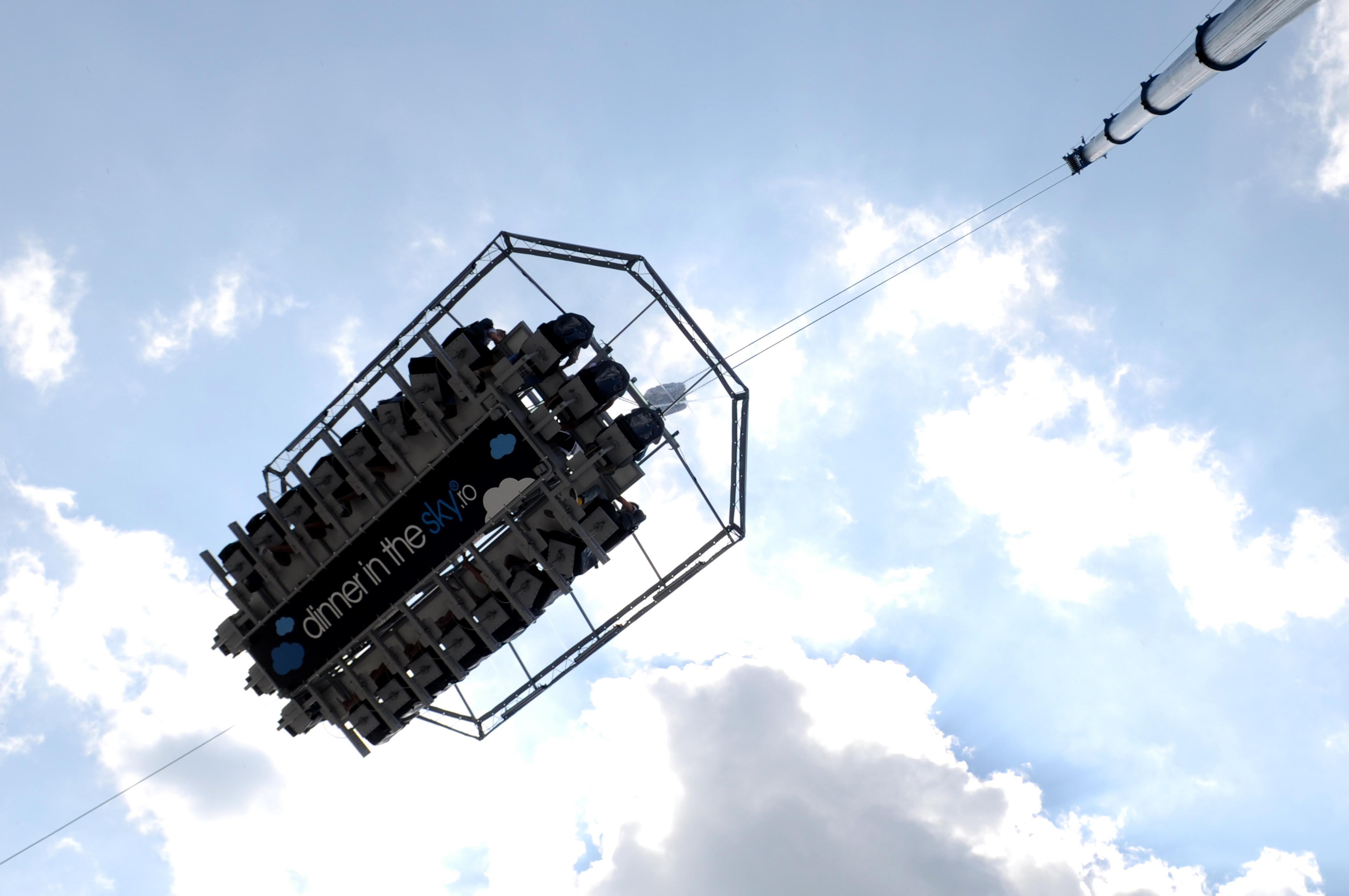 """Premieră mondială la Cluj! 8 nunți și o petrecere vor fi organizate la 50 de metri înălțime, în cadrul proiectului Day 15 Iulie – """"SHARE the Sky"""""""