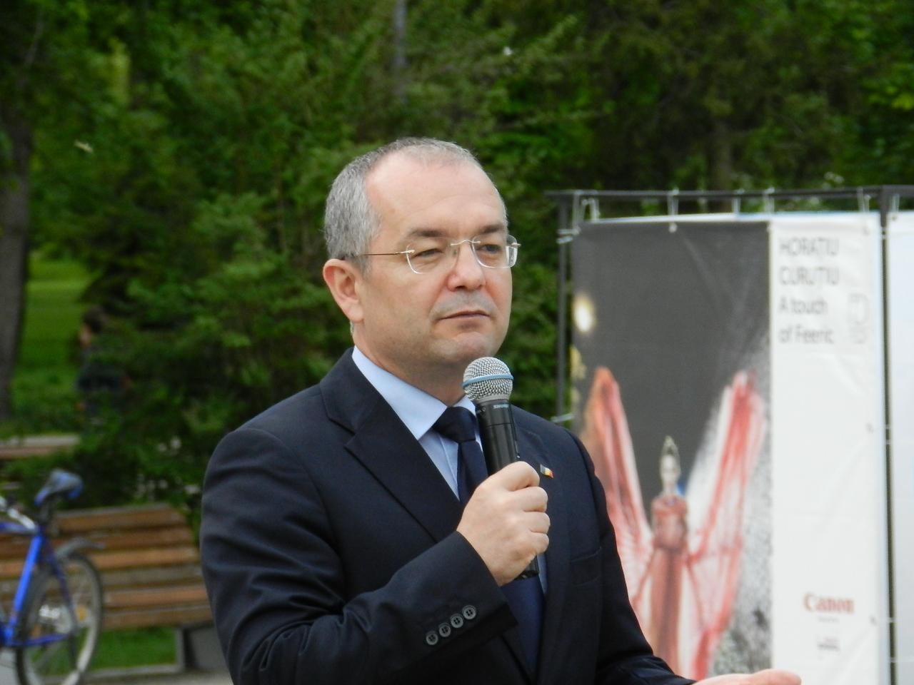 """Prima declaratie publica a primarului Emil Boc dupa castigarea celui de-al patrulea mandat. """"Le multumesc clujenilor pentru onoarea pe care mi-au acordat-o"""""""