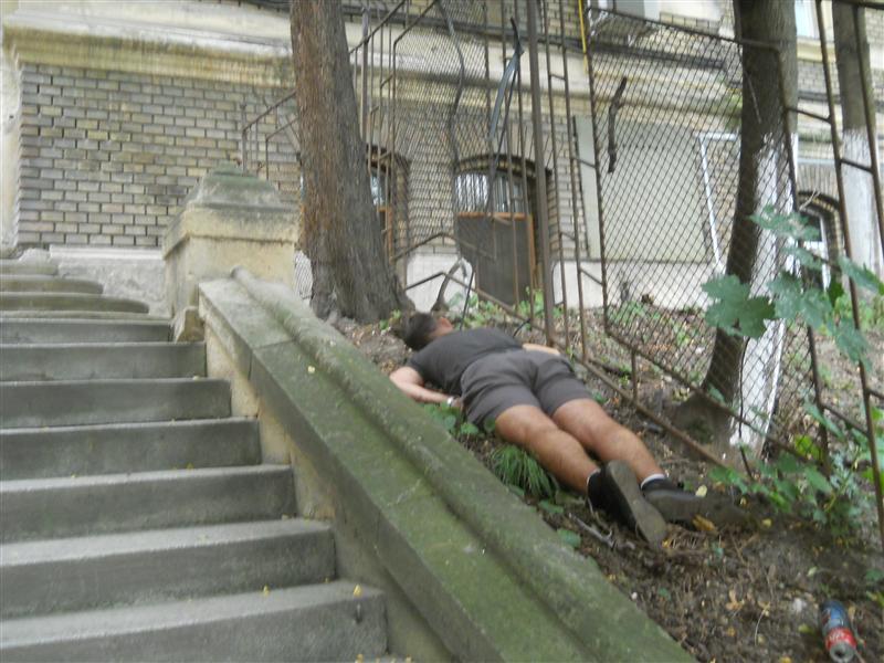 Un tânăr s-a spânzurat în centrul Clujului după ce a plecat de la Untold Festival