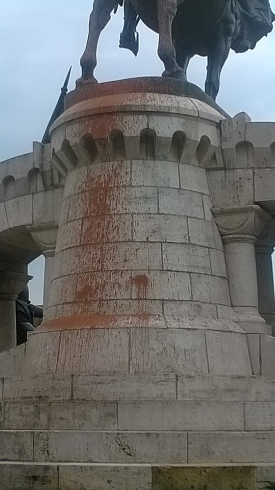 statuia lui matei corvin vandalizata