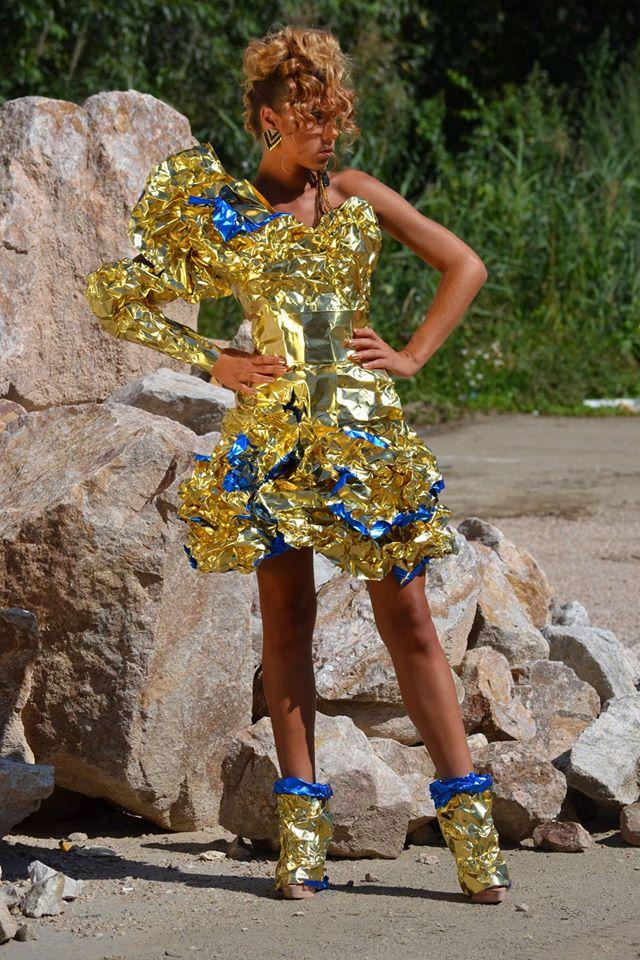 alin lazar rochie din folie de aluminiu