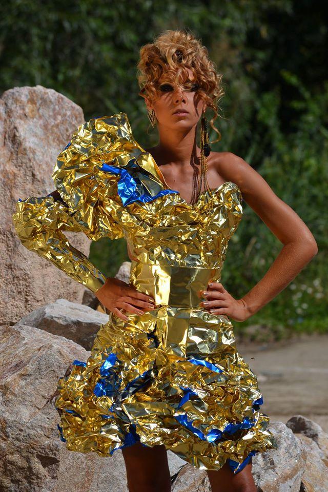 alin lazar rochie din folie de aluminiu2