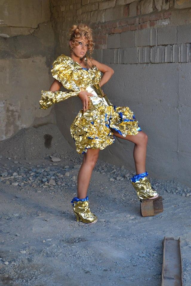 alin lazar rochie din folie de aluminiu6