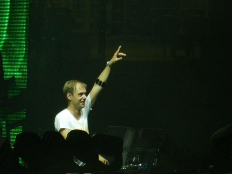 SOLD OUT! 70.000 de oameni l-au urmărit pe legendarul Armin Van Buuren la Untold Festival 2015