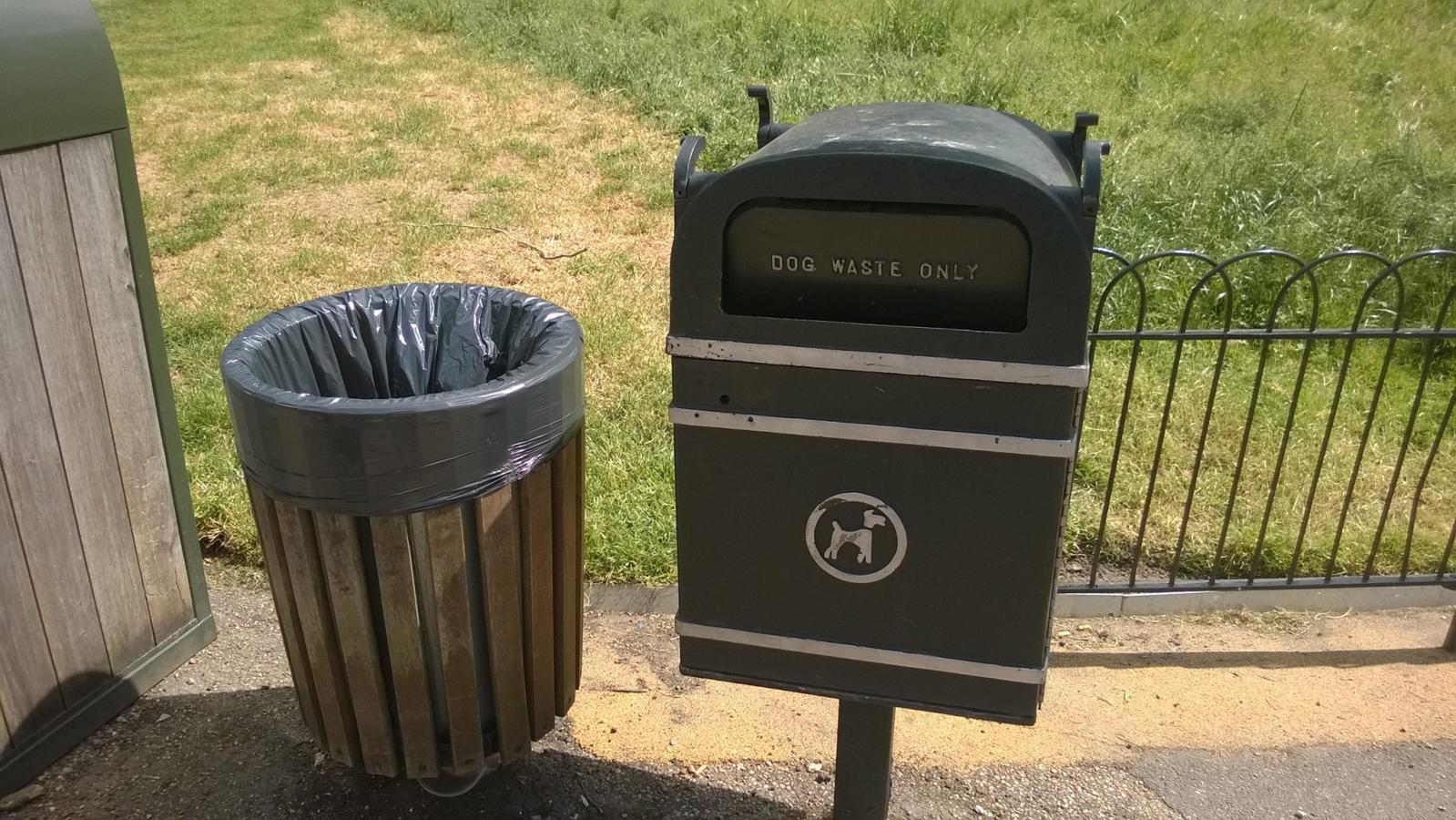 automate cu pungi biodegradabile pt excrementele cainilor