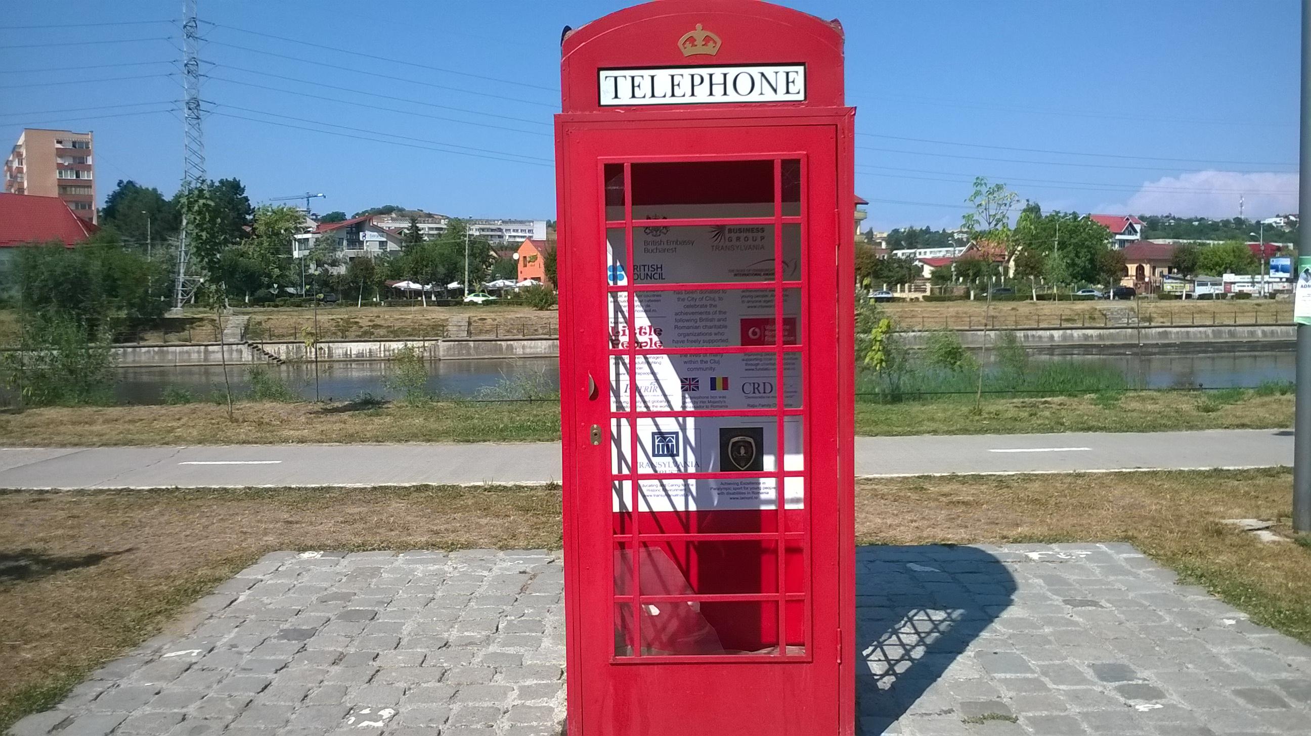 cabinatelefonicalondoneza vandalizata cluj (1)