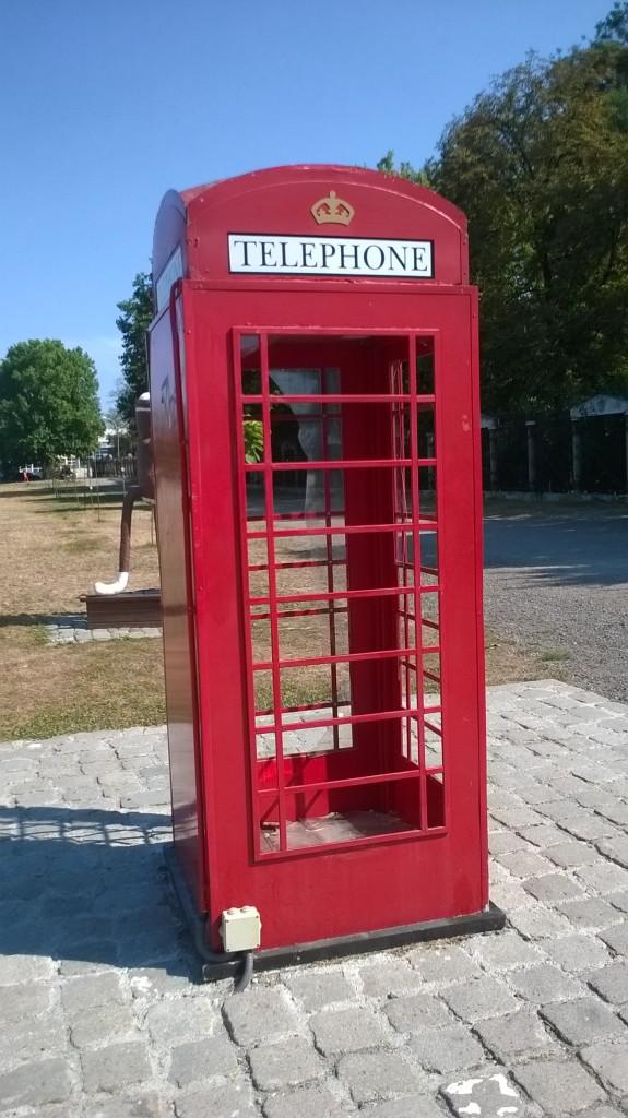 cabinatelefonicalondoneza vandalizata cluj (1)2