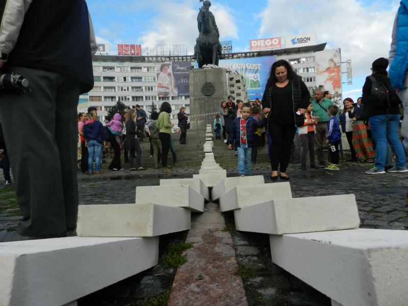 3000 de piese de domino au legat Piața Unirii de Piața Mihai Viteazul! FOTO/VIDEO