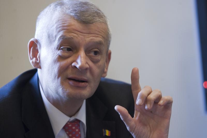 Sorin Oprescu, reținut de DNA, pentru luare de mită! Primarul Capitalei a primit 25.000 de euro