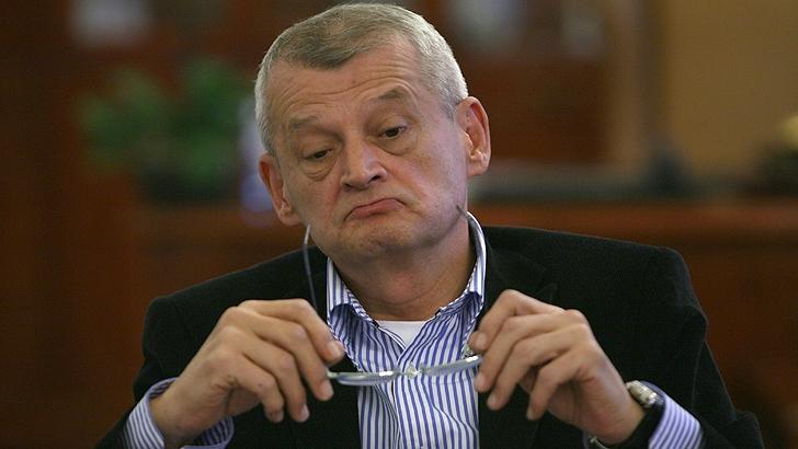 Prima reacție halucinantă a avocatului lui Sorin Oprescu, după ce edilul Capitalei a fost prins în flagrant luând mită