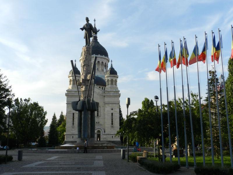 Primăria Cluj oferă 36.000 lei pentru drapelele de sărbători