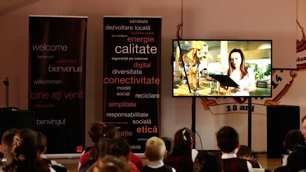"""În """"Săptămâna Voluntariatului"""", Orange a făcut posibilă prin tehnologie o excursie virtuală la Muzeul Antipa din București pentru peste 600 de copii din țară"""