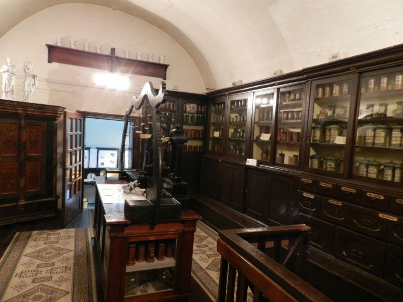 S.O.S! Muzeul Farmaciei riscă să fie scos în stradă!