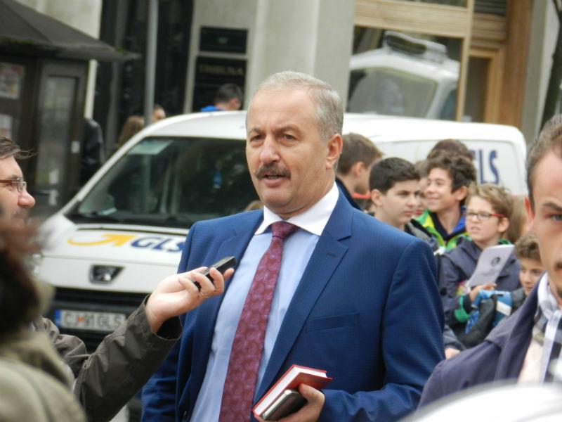 Paranghelia lui Vasile Dancu de ziua sa de nastere a unit PSD si PNL la Cluj