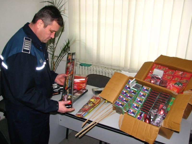 Peste 15.000 de articole pirotehnice au fost confiscate de polițiștii clujeni