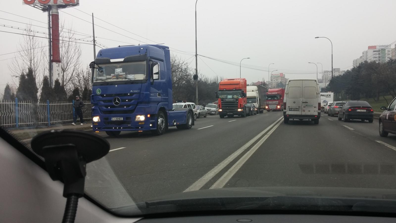Protest împotriva RCA. Transportatorii au blocat în această dimineața Calea Florești