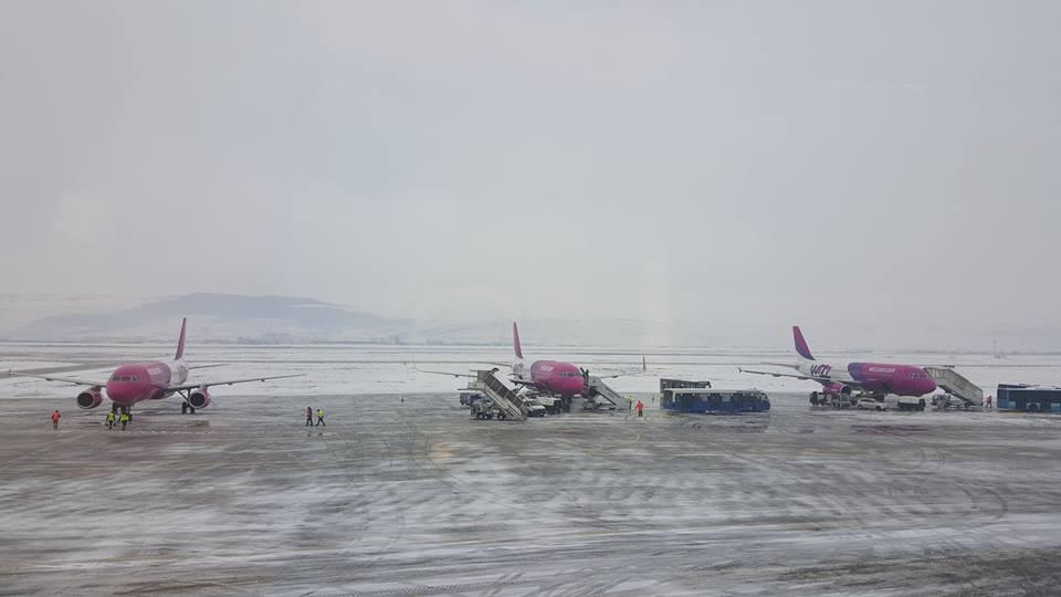 """Pista Aeroportului Internațional """"Avram Iancu"""" Cluj a fost redeschisă traficului aerian"""