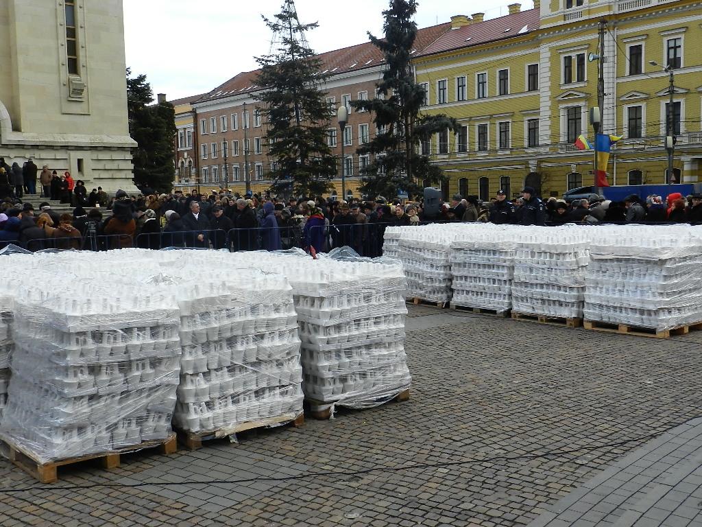 15.000 de sticle cu apă sfințită vor fi pregătite de Mitropolia Clujului pentru slujba de Bobotează
