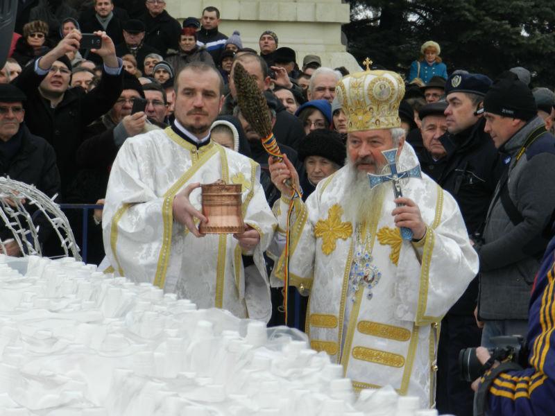 1000 de clujeni au participat la slujba de Bobotează de la Catedrală. FOTO