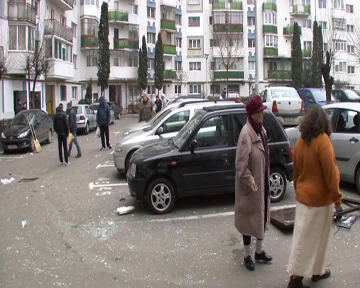 Duminică de coșmar într-un bloc din cartierul Grigorescu, după o explozie care a făcut 3 victime și a avariat 7 apartamente și mai multe autoturisme
