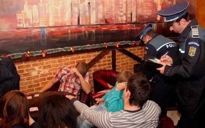 20 de elevi chiulangi au fost prinși de polițiștii locali joi prin barurile și cafenelele clujene