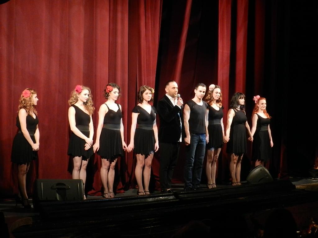 Răzvan Mazilu și echipa sa de dansatori