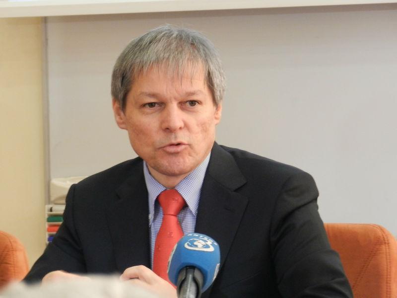 Scandalul de la Radio Cluj a ajuns și pe masa lui Dacian Cioloș! Un angajat al postului public de radio i-a întrerupt premierului conferința de presă