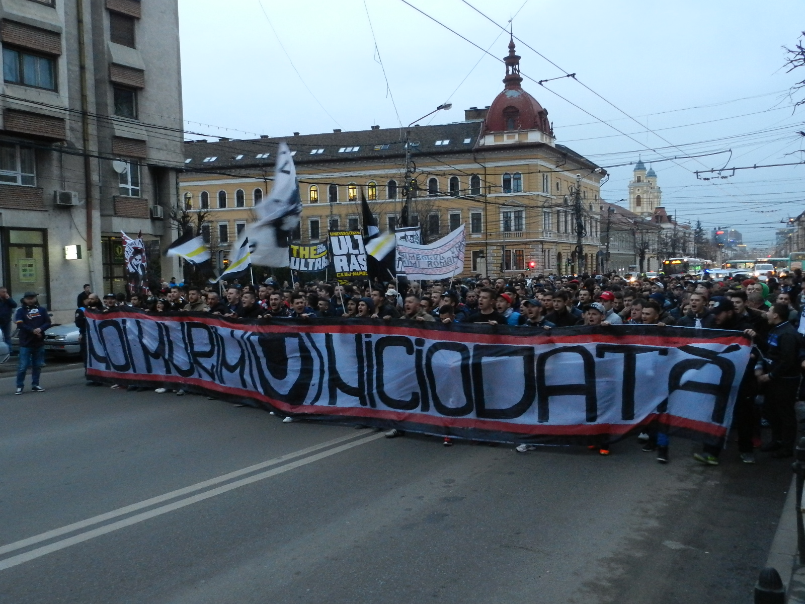"""Miting de amploare în centrul orașului pentru """"U"""" Cluj – Peste 5000 de fani au ieșit în stradă"""