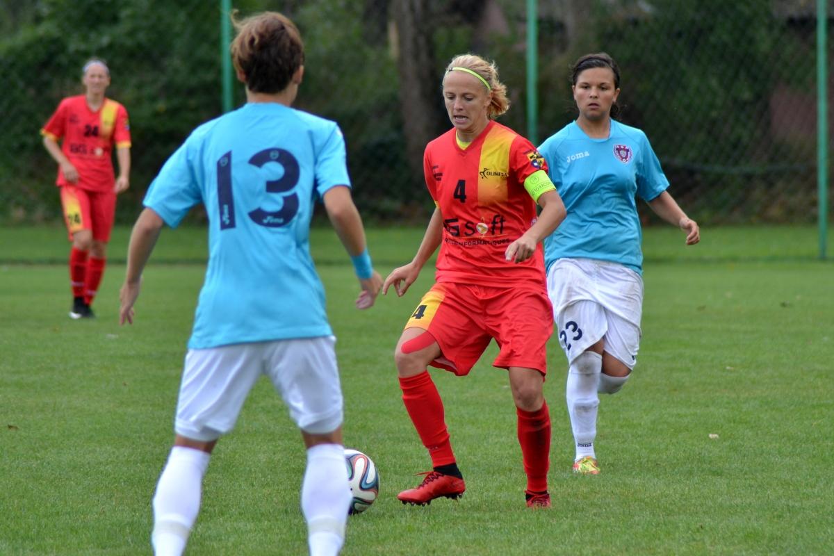 Olimpia Cluj a inceput sezonul 2015-2016 al Superligii feminine de fotbal cu derby-ul impotriva rivalei ASA Targu Mures. | Copyright © Dan Porcutan - http://facebook.com/danporcutan
