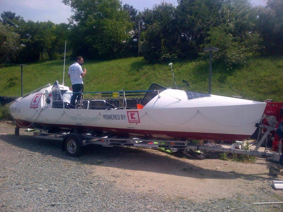 Barca cu vasle a echipei