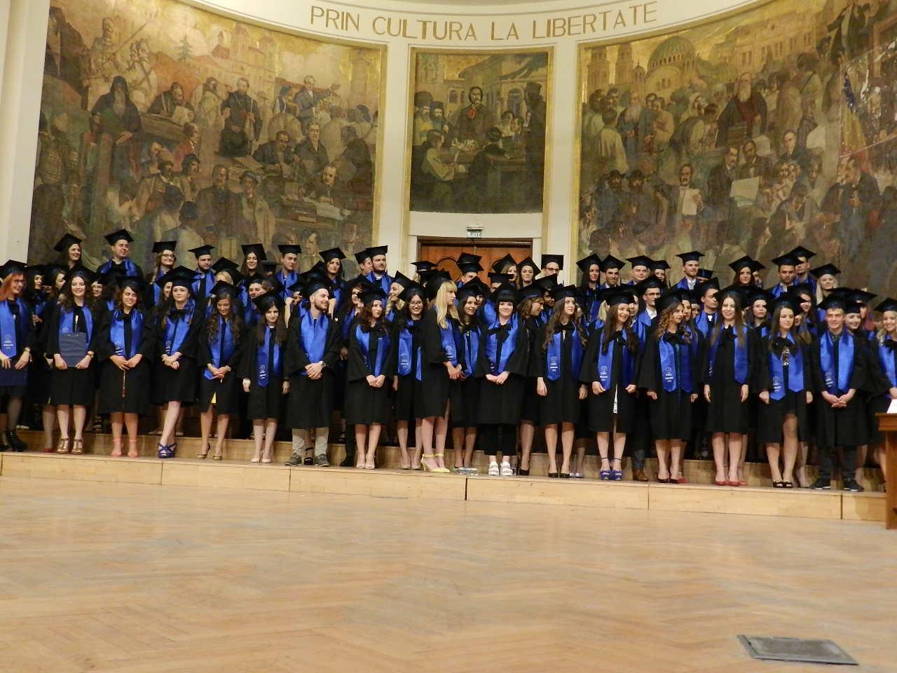 Felicitări viitorilor jurnaliști din promoția 2015-2016 ai Facultății de Științe Politice, Administrative și ale Comunicării din Cluj!