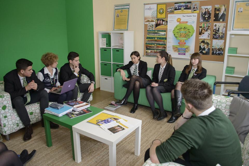 Cum te poate ajuta o bursă de excelență la un liceu pe curriculum britanic?