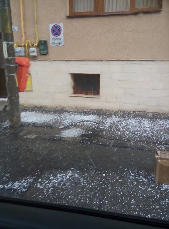 Ploaie torentiala cu grindina s-a abatut peste Cluj! Gheata a fost cat un ou de prepelita – VIDEO