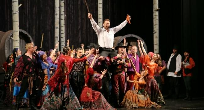 "Premiera operetei ""Dragoste de tigan"", joi, pe scena Operei Maghiare din Cluj"