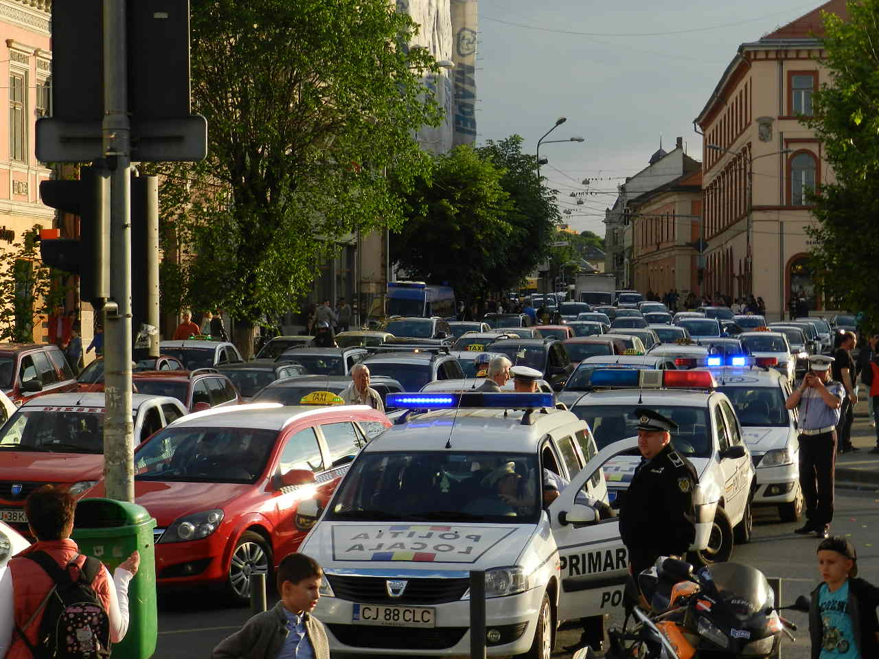 ATENȚIE – Circulație restricționată în centrul Clujului, cu ocazia Zilelor Culturale Maghiare