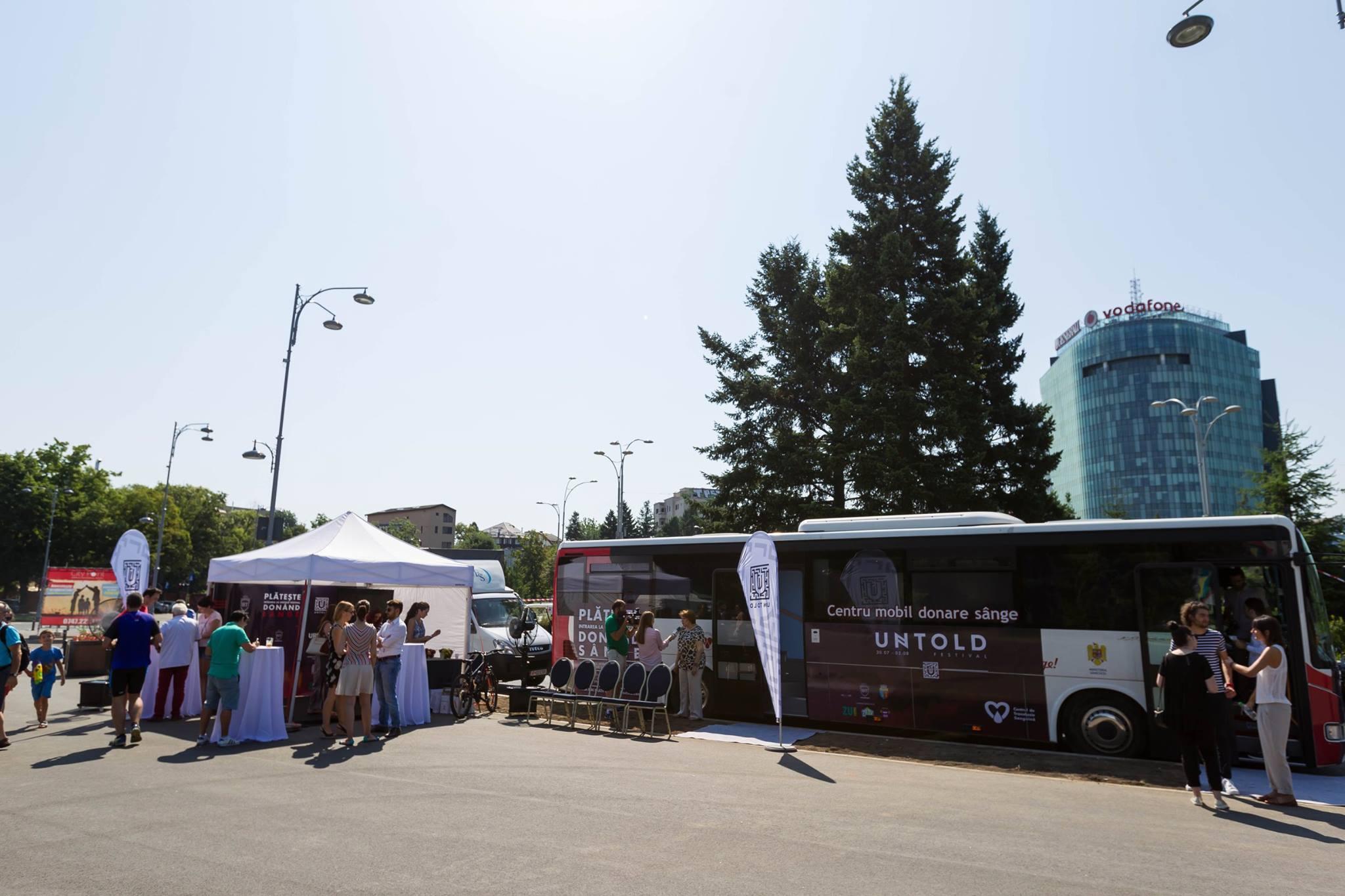 """Caravana """"Blood Network"""" poposește în acest weekend în Piața Unirii din Cluj! Vino și donează sânge și mergi GRATIS la UNTOLD!"""