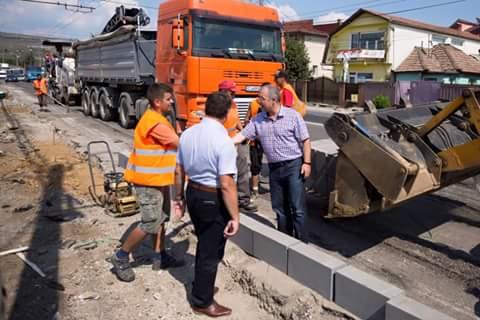 Boc a inspectat marţi şantierele de pe străzile Corneliu Copos şi Fabricii