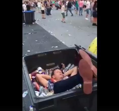 VIRALUL ZILEI la UNTOLD 2016! Un tânăr a fost surprins dansând într-o pubelă de gunoi – VIDEO