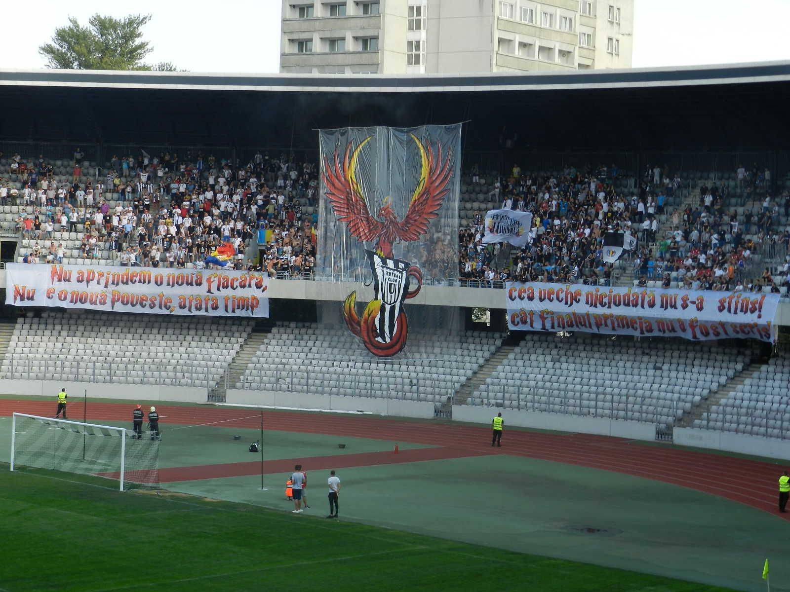 Coregrafie impresionantă a fanilor Universității Cluj la primul meci în Liga a 4-a – FOTO/VIDEO