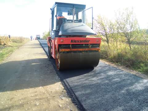 Au început lucrările de asfaltare pe drumul judeţean DJ 103G Gheorgheni – Aiton