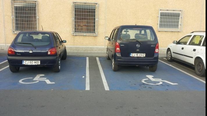 17 soferi clujeni au fost amendati pentru ca au parcat pe locurile destinate persoane cu handicap