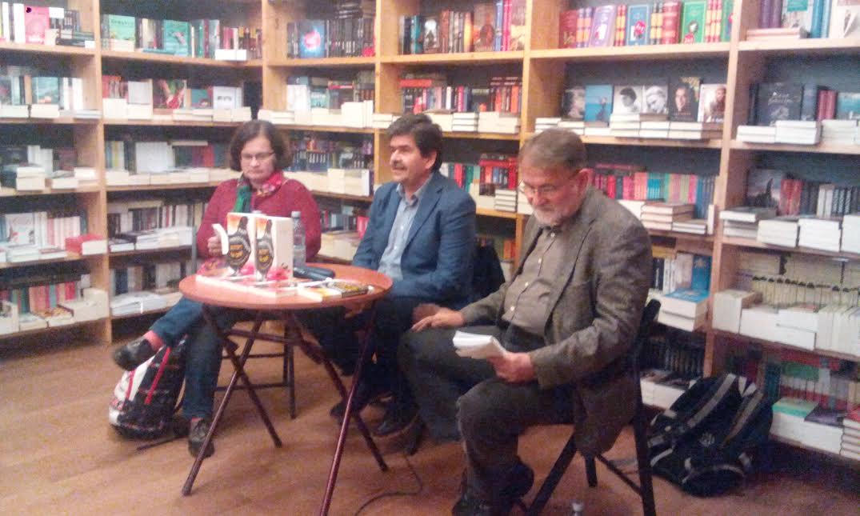 """Scriitorul Radu Paraschivescu şi-a lansat la Cluj ultima carte, """"Aştept să crăpi (de astăzi, în prime-time)"""""""
