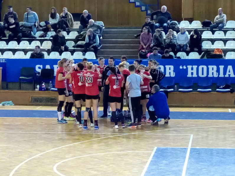 Handbalistele Universității Cluj au remizat cu Măgura Cisnădie