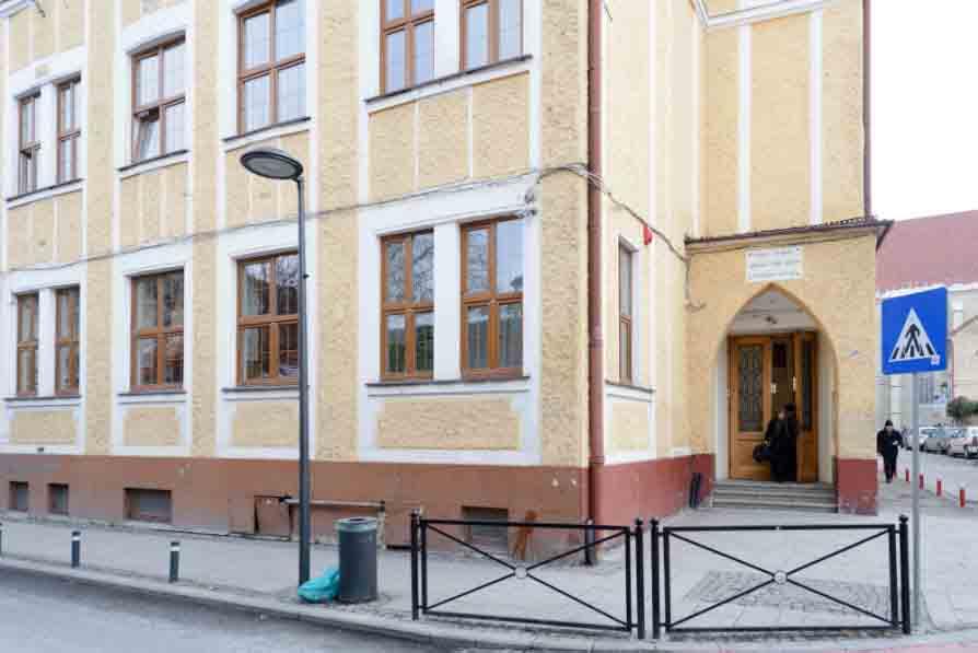 51 de organizații clujene iau poziție față de situația de la Liceul Apáczai din Cluj-Napoca