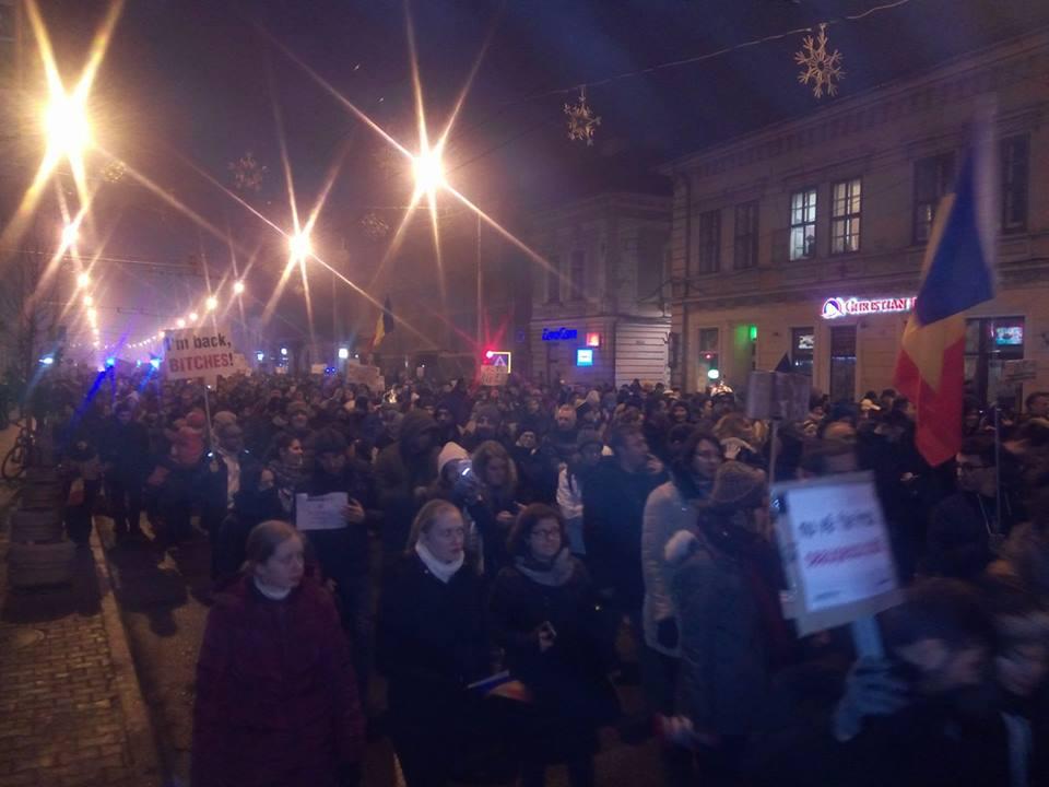 Moment istoric la Cluj – 50.000 de voci au cerut DEMISIA Guvernului Grindeanu duminică seara, în a șasea zi de proteste – FOTO/VIDEO
