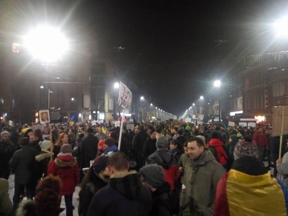 40.000 de clujeni în stradă în cincea zi de proteste anti-guvernamentale și împotriva ordonanței de urgență la Cluj – FOTO-VIDEO