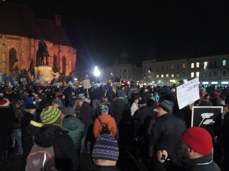 """A patra zi de proteste la Cluj cu peste 30.000 de oameni în stradă – VOCEA STRĂZII: """"Abrogați și apoi plecați"""" FOTO/VIDEO"""