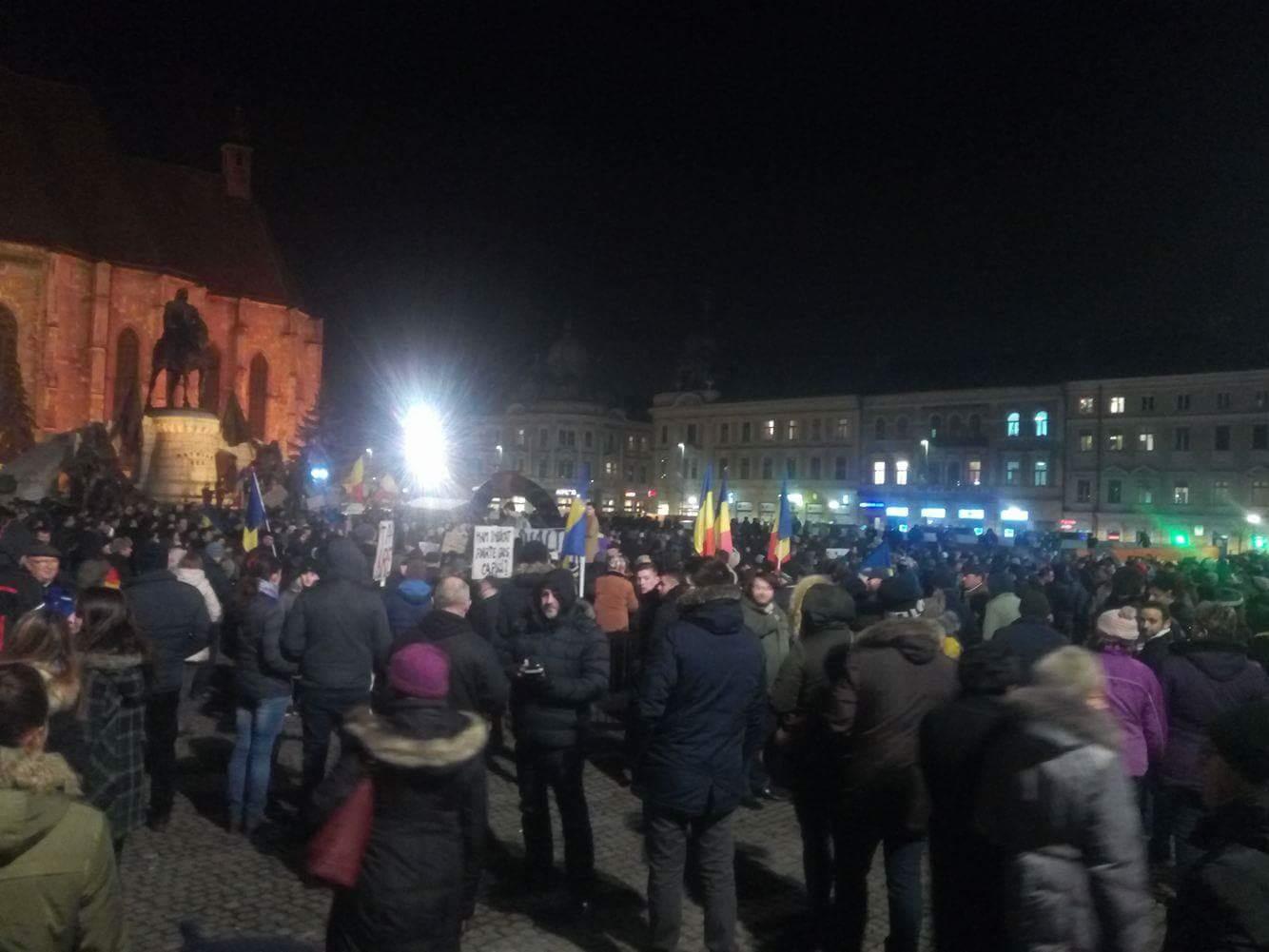 Cel mai mare protest de la Revoluție – Peste 40.000 de clujeni au ieșit în stradă miercuri seara împotriva Guvernului Grindeanu și a OUG-urilor de modificare a codului penal – FOTO