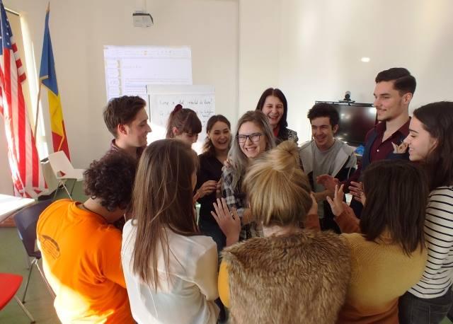 Tinerii, formaţi în domeniul antreprenoriatului şi al managementului de proiecte