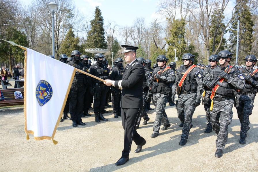 195 de ani de la atestarea documentară a Poliţiei Române! IPJ Cluj a primit drapelul României